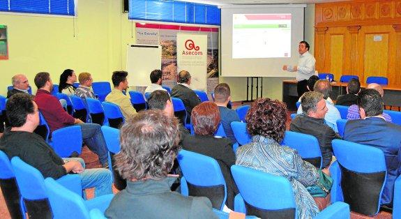 Empresarios se forman en gestión de conflictos y negociación gracias a un taller gratuito ofrecido por Asecom